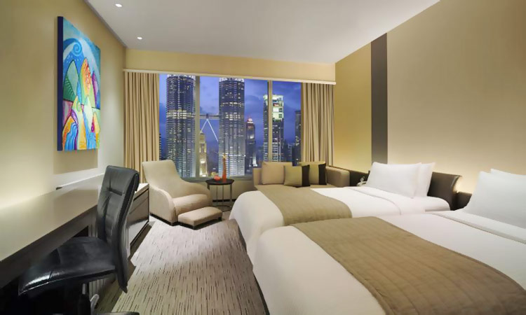 Deluxe Room Twin Towers View, Traders Hotel by Shangri-La